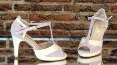Modelo hecho en ante primma (rosa palo) y piel mariola (beige).