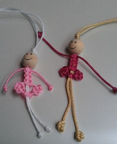 Macrame doll - picture onlyIf your creative hands are itching to make super easy and fast craft projects, then this list of easy crafts to make and sell with lots of DIY Tutorials will surely tickle your fancy. Paracord Projects, Macrame Projects, Craft Projects, Micro Macrame, Macrame Knots, Easy Crafts To Make, Diy And Crafts, Bracelet Fil, Bracelets