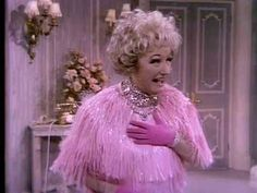 Phyllis Diller arrives on the set of the Liberace Show with her entire wardrobe. She has a conversation with Wallace and Liberace, then performs a brief stan. Phyllis Diller, Lifetime Achievement Award, Man Humor, Funny Guys, Flower Girl Dresses, Actresses, Lady, Wedding Dresses, Youtube