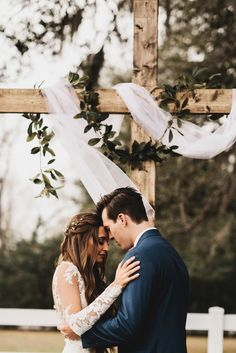 Get your daily dose of sweetness in this Bramble Tree Estate wedding, which features a naturally elegant vibe, rustic details, and gorgeous portraits! wedding pictures Cozy Cute Florida Wedding at Bramble Tree Estate Wedding Goals, Wedding Tips, Wedding Styles, Wedding Ceremony, Wedding Planning, Outdoor Wedding Ceremonies, Wedding Videos, Wedding Beauty, Budget Wedding