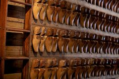 Wolverine Company Store: Vintage Wooden Shoe Last Wall New York, NY, United States Shop Display Stands, Shoe Molding, Shoe Display, Retail Windows, Ivy House, Wall Boxes, Shops, Pallet Creations, Shoe Last