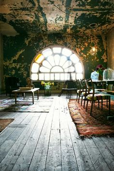 I could swear I've pinned this before, but it's too interesting to risk not having pinned it at all. It reminds me of an abandoned Parisian loft that some interesting roguish character would inhabit while on the run.