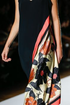The complete Dries Van Noten Spring 2018 Ready-to-Wear fashion show now on Vogue Runway. Fashion Mode, Fashion Week, Fashion Beauty, Fashion Show, Fashion Outfits, Womens Fashion, Workwear Fashion, Fashion Stores, Vogue Fashion