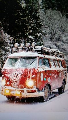Cool bus in snow❄️ Volkswagen Bus, Vw T1, Vw Vanagon, Car Camper, Campers, Camper Van, Motorhome, Combi Ww, Van Vw