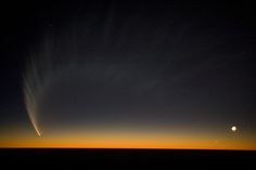 The tail of the comet McNaught over the Pacific seen from Paranal in January 2007 [4368 x 2912]