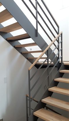 Steel Stairs Design, Steel Stair Railing, Staircase Railing Design, Interior Stair Railing, Home Stairs Design, Exterior Stairs, Home Building Design, Modern House Design, Building A House