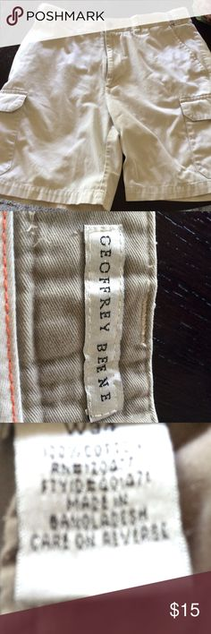 Men's Cargo Shorts Tan off white Geoffrey Beene.  2 cargo pockets two back pockets.  In good shape see detail on spot I found when photographing.  Otherwise good condition Geoffrey Beene Shorts Cargos