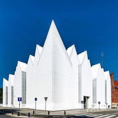 The #PhilharmonicHall in Szczecin, Poland is all about an #expressionist mindset. Estudio Barozzi Veiga portrays this in his unique design. #MODLARHQ