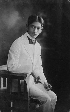 Young Filipino 1920's Old Pictures, Old Photos, Vintage Photos, Prenup Theme, Fort Santiago, Filipino Fashion, Philippines Culture, Filipino Culture, Filipiniana