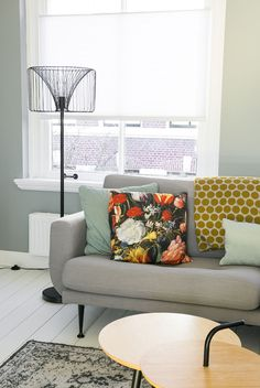 Scandinavisch huis vol vintage en historische elementen van Mirella - INTERIOR JUNKIE Room Inspiration, Decor, Interior Design, Furniture, Interior Inspiration, Living Room Inspiration, Living Room, Home, Nordic Design
