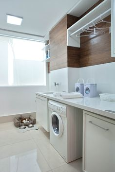 laundry room cabinets provide decorative and functional elements in the laundry room. Here are 25 ideas to create a modern laundry room. Laundry Room Cabinets, Laundry Room Storage, Laundry In Bathroom, Modern Laundry Rooms, Casa Clean, Minimal Kitchen, Laundry Room Design, House Rooms, Small Spaces