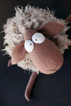 Игрушка ручной работы - овечка из искусственного меха  флиса.