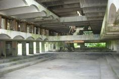 This building, St Peter's Seminary, was designed by Gillespie, Kidd and Coia and opened in 1966. It was used as a college initially but re-used as a drug rehabilitation centre until 1987. After that the building was abandoned