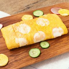 『水玉卵焼き』 クッキーの型で簡単に作れる、水玉卵焼きのレシピのご紹介です。普通の卵焼きに、水玉の薄焼き卵を巻くだけで、とてもかわいい卵焼きになります。白だしを使用していますので、だしが効いた厚焼き卵になっていますよ。ぜひお試しくださいね。