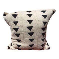 Black & White African Mudcloth Pillow (1,745 MXN) ❤ liked on Polyvore featuring home, home decor, throw pillows, pillows, african throw pillows, black and white throw pillows, black and white home accessories, black and white toss pillows and african home decor