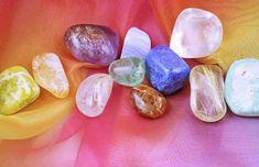 Ogni volta che si acquista o si riceve in regalo un cristallo o una pietra, è importante eseguire il processo di pulizia, lavandolo, per scaricarlo dalle