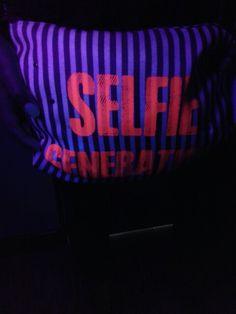 glow in the dark purse. for partying ! #selfiegeneration ! taller VI