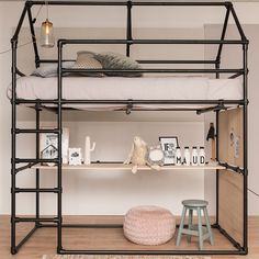 Loft bed with desk made of black scaffolding tube and black tube connections. - Loft bed with desk made of black scaffolding tube and black tube connections. Industrial Loft Beds, Industrial Apartment, Industrial Chic, Kids Bedroom, Bedroom Decor, Bedroom Ideas, Childrens Bedroom, Bedroom Loft, Baby Furniture Sets