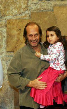 Paco de Lucía y su hija, tras el concierto de éste en el auditorio Príncipe Felipe de Oviedo, con motivo de los premios Príncipe de Asturias.