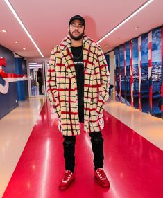 Paris Saint-Germain star Neymar poses for a picture while showing off his big winter coat Neymar Jr, Neymar Football, Streetwear, Cristiano Ronaldo, Borg Denim Jacket, Biceps Femoral, Cr7 Junior, Moda Masculina, Clothes
