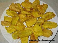 Pazham Pori (Vazhaikkappam, Banana Pakoda, Banana Fritters) - A quick snack made with plantains. Indian Desserts, Indian Sweets, Indian Snacks, Indian Dishes, Easy Indian Recipes, Asian Recipes, Asian Foods, Vegetarian Recipes, Cooking Recipes