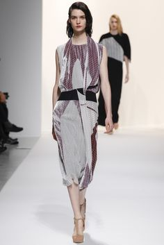 Chalayan Fall 2014 RTW - Runway Photos - Fashion Week - Runway, Fashion Shows and Collections - Vogue
