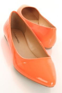 pointed toes yay! I don't like pointed toe heels on me but I do so love pointed toe flats!