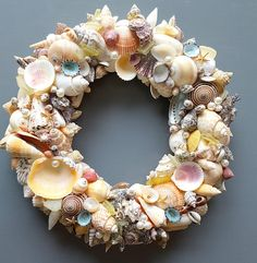 Nautical Decor Seashell Wreath Beach Decor Shell Wreath Source by lety_mondragon Coastal Wreath, Seashell Wreath, Seashell Art, Seashell Crafts, Beach Crafts, Coastal Decor, Beach Wreaths, Seashell Display, Seashell Projects