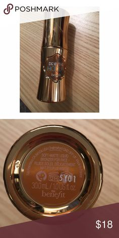 Benefit Dew The Hoolah Liquid Bronzer Used twice. Not my shade. Price is firm and reflects usage. Benefit Makeup Bronzer