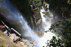 O Equador é um país cheio de atrações naturais impressionantes. Uma das atrações mais populares da região é o Pailon del Diablo (Caldeirão do Diabo), uma cachoeira gigantesca localizada no rio Pastaza, a apenas 18 km da cidade de Baños.
