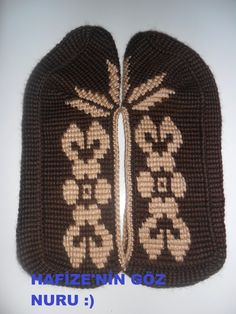 This Pin was discovered by HUZ Knitted Slippers, Slipper Socks, Tunisian Crochet, Knit Crochet, Knitted Baby Clothes, Socks And Sandals, Eminem, Baby Knitting, Diy And Crafts