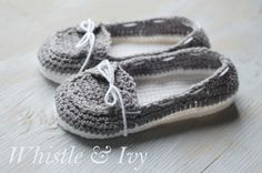 Free Crochet Pattern -boat shoe slippers{Pattern+by+Whistle+and+Ivy}