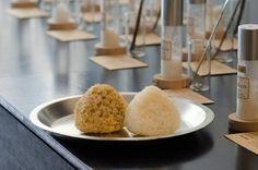 塩結び(おにぎり)は玄米と白米の2種類。各85円