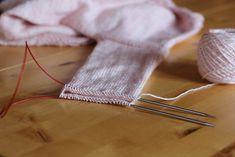 Je partage mes conseils et astuce pour apprendre à tricoter en rond, grands ou petits diamètres, changer de pelotes, faire des rayures... Je vous dis tout !
