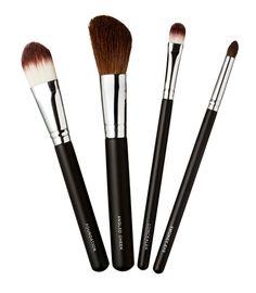 Kicks-meikkisiveltimet, -20 %. Luo täydellinen meikki upeilla ja korkealaatuisilla meikkisiveltimillä. Norm. 11,50–18,90 €. Kicks, E-taso.