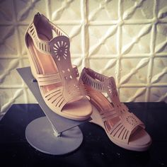 "NWT Beige Wedge Sandals Size 8.5 So cute! 3"" wedge Boutique Shoes Sandals"