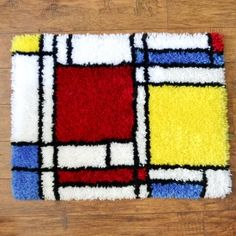 Use this free chart and tutorial to make your very own Mondrian inspired latch hook rug!