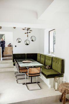 Chez Stéphanie Ferret / olive green banquette
