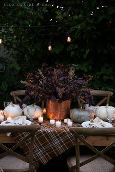 Rich Warm Tone Fall Entertaining - Ella Claire Simple ideas for creating a cozy and inviting outdoor (or indoor) fall tablescape with rich warm colors, soft candlelight ambiance, and delicious food. Thanksgiving Decorations Outdoor, Thanksgiving Table Settings, Outdoor Thanksgiving, Fall Home Decor, Holiday Decor, Holiday Ideas, Autumn Table, Autumn Cozy, Fall Dinner