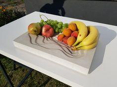 Wir haben uns für eine viereckige Form für die Beton Obstschale entschieden. Somit passt sie auf jeden Tisch und wird somit zum Kunstobjekt.