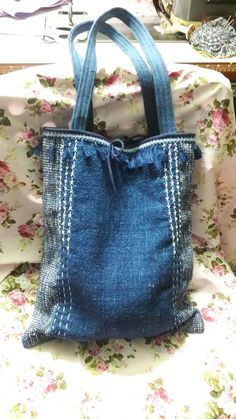 Trendy sewing purses and bags denim jeans Patchwork Bags, Quilted Bag, Felt Purse, Unique Purses, Linen Bag, Denim Bag, Fabric Bags, Small Bags, Bag Storage