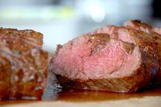Den bedste opskrift på oksemørbrad i ovn, og samtidig kan du se hvordan du laver cremede flødekartofler, der passer perfekt til kødet. Ingredienserne til oksemørbrad i ovn til 4-6 personer er: 1 kilo afpudset oksemørbrad 2 spiseskefulde soja Salt