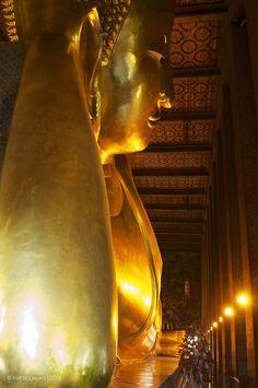 Golden Buddha . Hua Hin Thailand Wat Pho, Golden Buddha, Romantic Places, City Beach, Summer Travel, Beach Resorts, Antelope Canyon, Monuments, Buddhism