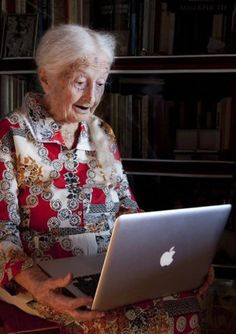 Looks like 95 year old Aunt! I love old people :) Old Folks, Advanced Style, Aged To Perfection, Young At Heart, Ageless Beauty, People Of The World, Aging Gracefully, Forever Young, Joie De Vivre