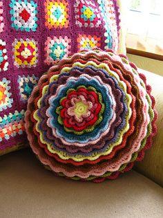 funda para cojín de flor - crochet