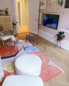 FLOWER FIELD Ullmatta | Köp Mattor | Layered Parisian Apartment, Living Spaces, Living Room, Sweet Home, Room Decor, Interior Design, Rugs, Rug Shop, House Styles