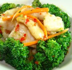 Spicy stir fried broccoli and swai Made this for dinner tonight and loved it! Asian Fish Recipes, White Fish Recipes, Swai Recipes, Seafood Recipes, Stir Fry Fish Fillet, Fried Broccoli, Seafood Market, Midweek Meals, Fish And Meat