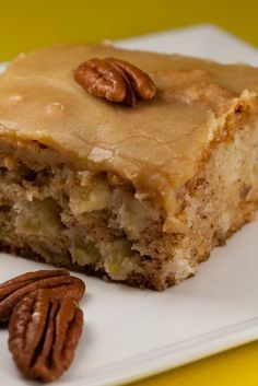 Apple Cake: Ingredients: 1 c vegetable oil 2 c sugar 3 eggs 3 c flour 1 tsp baking soda 2 tsp vanilla extract 1 c chopped pecans 3 c peeled and chopped apples Instructions: Preheat oven to 350 degrees. Grease a 9 x pan. Köstliche Desserts, Delicious Desserts, Dessert Recipes, Yummy Food, Fresh Apple Cake, Fresh Apples, Easy Apple Cake, Healthy Apple Cake, Apple Spice Cake