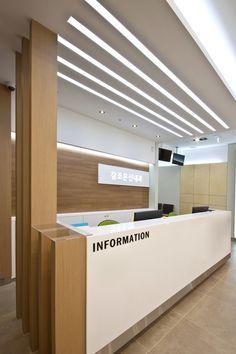 전주 하가지구 참조은신내과 병원인테리어 Dental Office Decor, Medical Office Design, Pharmacy Design, Modern Office Design, Healthcare Design, Reception Counter Design, Office Reception Design, Clinic Interior Design, Clinic Design
