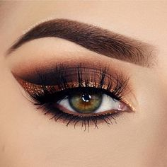 It's official... Copper is the new Metallic trend!!! Absolutely love all the Mehron Metallic Powder Copper looks!! This one especially by @vanyxvanja #MehronMakeup #mehrongirl #metallicpowder #copper #coppermakeup #makeuptrend #mehroneyes #mehron